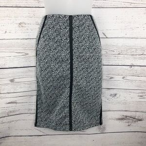 Comtempo Casual 90s Black and White Pull-On Pencil
